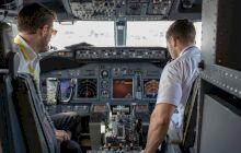 De ce piloții și copiloții avioanelor mănâncă diferit?
