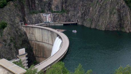 Ce se află pe fundul Lacului Vidraru?