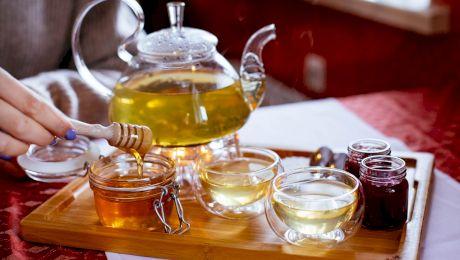 Este sau nu adevărat că mierea în ceai este toxică?