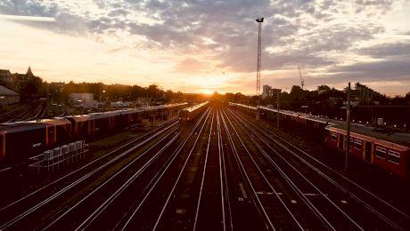 Câte vagoane are cel mai lung tren din lume? Ce greutate are?
