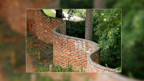 """De ce în Marea Britanie multe ziduri au fost construite """"ondulat""""?"""