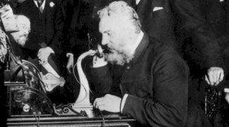 Cine a purtat prima discuție telefonică? Care au fost primele cuvinte transmise?