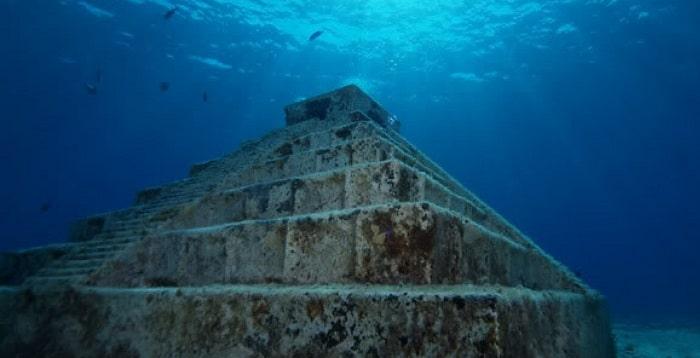 piramida subacvatica