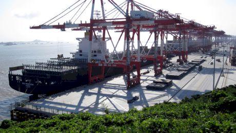 Care este cel mai mare port din lume? Câtă marfă intră în port zilnic?