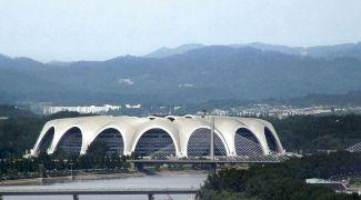 Care este cel mai mare stadion din lume? Câți oameni încap în stadion?