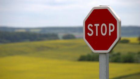 De ce semnele de circulație au forme diferite? De ce unele semne sunt pătrate, altele rotunde?