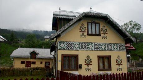 Care este satul din România unde casele sunt pictate?
