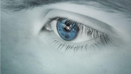 Curiozități despre ochii albaștri. Cum văd oamenii care au ochii de culoarea cerului?