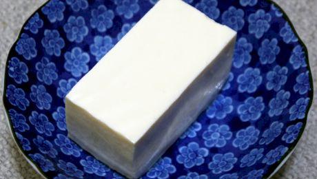 Ce este tofu? Cât de sănătoasă este brânza tofu?