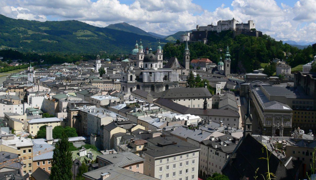 Este adevărat că orașul Salzburg a fost distrus în întregime?