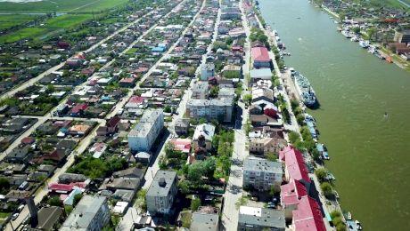 Care este singurul oraș care are port și la Dunăre și la Marea Neagră?