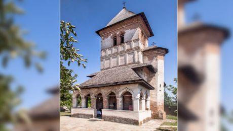 Care este singura mănăstire din țară cu altarul spre sud?