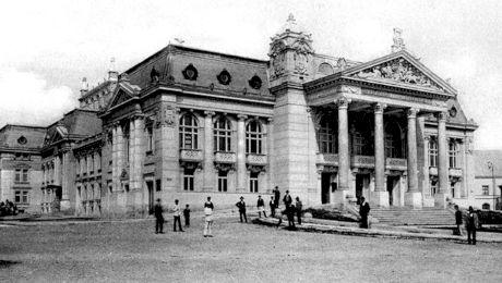 Care a fost prima piesă de teatru în limba română și unde s-a jucat?