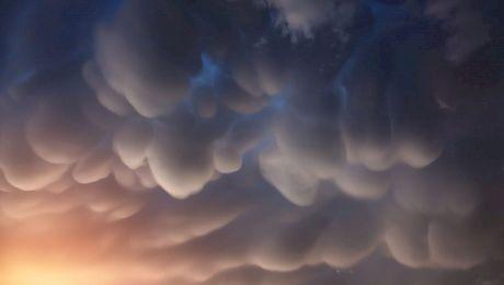 Nori rari și frumoși. Care sunt cele mai spectaculoase forme de nori surprinse?