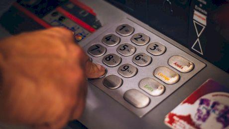 Cât poți să retragi maxim de la un bancomat într-o zi?