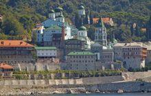 De ce se oficiază slujbe în limba română pe Muntele Athos?
