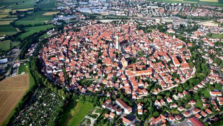 Cum arată Nordlingen, orașul format într-un crater de meteorit?