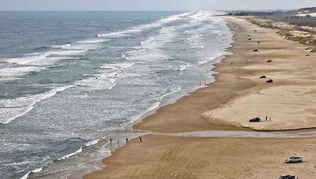 Care este cea mai lungă plajă din lume? Ce lungime are aceasta?