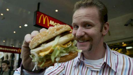 Înainte și după! Câte kilograme a luat în plus un bărbat care a mâncat timp de o lună numai de la McDonald's
