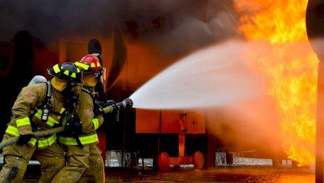 Cum descoperă pompierii sursa unui incendiu? De ce au loc incendiile în România?
