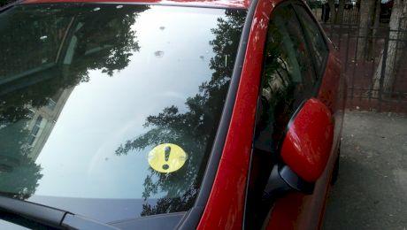Unde se pune semnul de începător și cât timp trebuie să-l ții pe mașină?