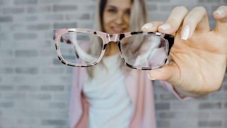 Cum să-ți cureți eficient ochelarii de vedere?