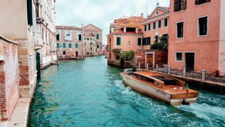 Veneția paradoxului: așezarea romantică și mitul orașului urât mirositor